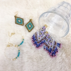 「MATSUNO GLASS BEADS」「Lily and Laura B...